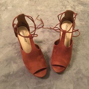 5/$20! Shoe Dazzle Platform Peep Toe